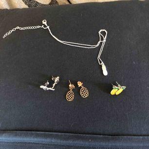 Söta smycken, örhängen 30kr st, halsbandet 50. Allt för 100, ingen frakt