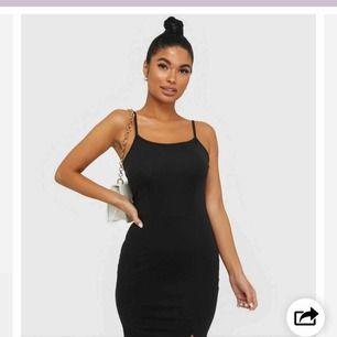 Köpte denna klänningen till min skolavslutning förra året men bytte outfit så har aldrig använt klänningen, från Nelly i storlek S💜