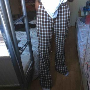 SNYGGASTE byxorna, dom sitter så skönt på kroppen och dom är så balla men dom kommer verkligen inte till användning:/