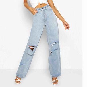 Säljer dessa snygga byxor pga att dom är alldeles för långa för mig. Hittade inte exakt dom byxorna jag har på hemsidan men dom på bilden är bara en annan färg. Frakt kostar 50kr