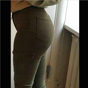 skit sköna byxor som sitter på som en smäck! får skit snygg rumpa i dom också 💪🏼💪🏼de är lite för långa för mig (är 157 ungefär) därför kan dom sitta mycket bättre på dig!!
