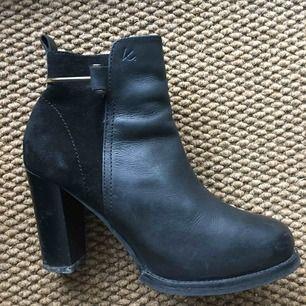 Svarta högklackade boots från K.Cobler Säljs då de ej kommer till användning