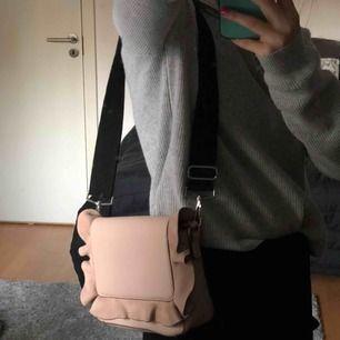 Väska som jag köpte i USA för några år sedan. Kommer med två stycken band❤️❤️
