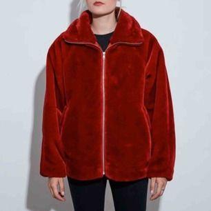 Oversized faux fur jacka från Carlings XS-S men passar M också