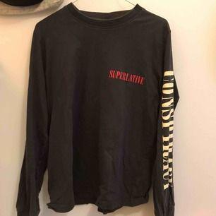 Tröja från wesc superlative conspiracy, så sjukt skön och typ perfekt men har för många tröjor :( Nästan helt ny kvalite!! Köpt för 400
