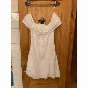 Klänning den H&M har bara använt den 1 gång ✨ Katt finns i hemmet 🐈  Köparen betalar frakt 📮