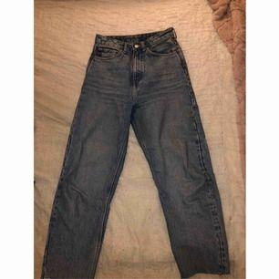 Super snygga jeans från weekday i storlek W 26 L 28. Jeansen är i nyskick! I priset ingår frakt!