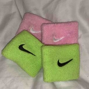 Från Nike köp ett par för 30kr eller båda för 45kr aldrig använda och tvättas såklart innan dom skickas!💞 30kr + frakt. Köparen står för frakten😉