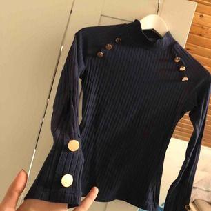 Marinblå tröja i storlek XS  Ny!