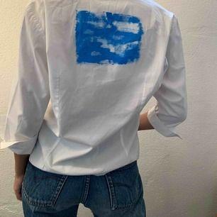 Ball skjorta med eget målat motiv på ryggen! Köpt själva skjortan second hand men väldigt bra skick💕🥰 möts upp eller fraktar