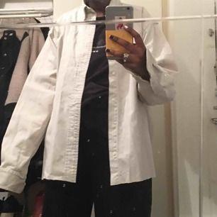 Denna beiga skjorta från polo Ralph Lauren! Aldrig använd så den är så gott som ny💖🦋