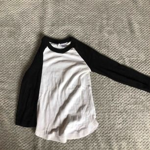 Basic tröja från hm, jätte skön men för liten för mig.