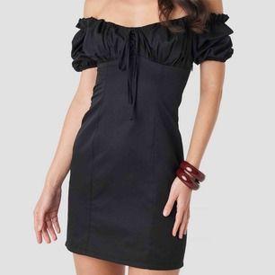 Fin klänning från nakd som tyvärr var för liten på mig! Den är helt ny med lapp osv! Nypris :450kr