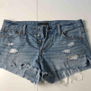 Superfina slitna shorts från Abercrombie. Har tyvärr växt ur dem. Fraktar eller möts upp på lidingö!