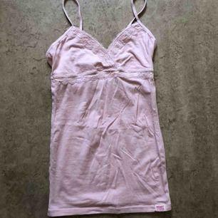 Linne från VS Pink. Möts upp i Stockholm eller så står köparen för frakten 🌸