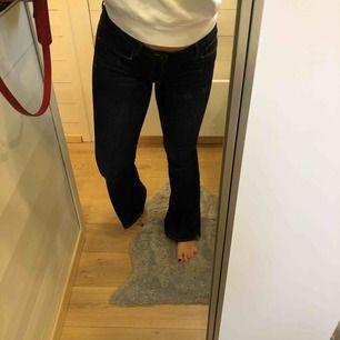 Helt nya jeans från zara. Aldrig använda. Fraktar eller möts upp på lidingö!