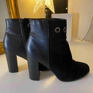 High heels boots storlek 38 endast använda en gång. I god skick. Skicka mig ett meddelande med priset du kan tänka dig köpa den för.