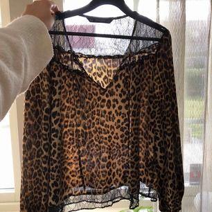 Leopardmönstrad blus från Zara. Så fin men kommer ej till användning. Möts upp på lidingö eller fraktar!