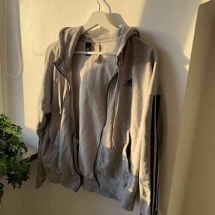 Adidas hoodie, behövs en ny dragkedja eller om man har den som den är.