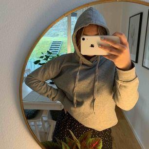 Jättemysig hoodie som inte kommer till användning längre. Endast använd ett fåtal gånger