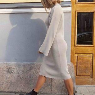 Klänning från Na-kd. Endast använd på dessa bilder. Frakt tillkommer ❤️