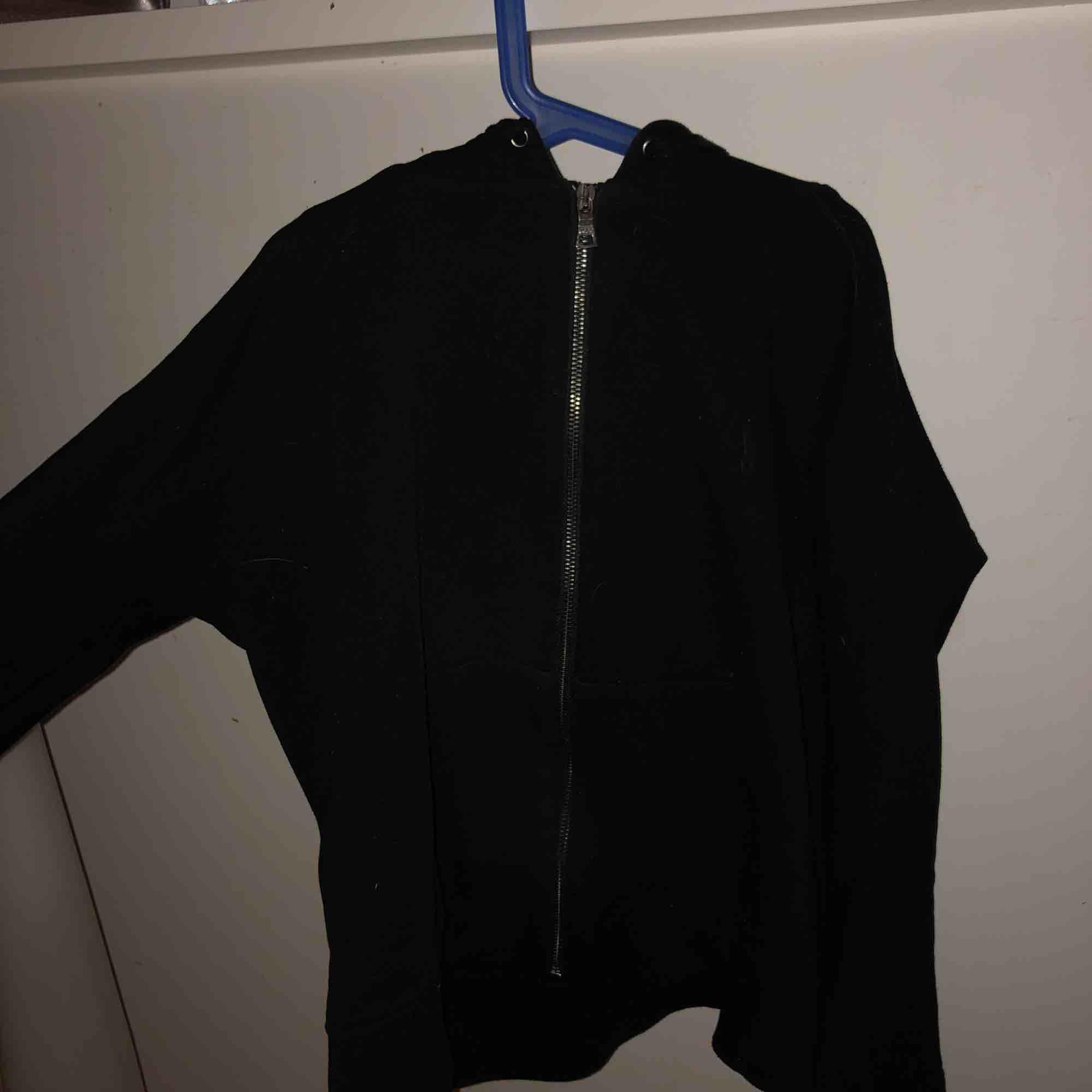 Knappt använd Polo Ralph Lauren huvtröja! Jättefin och jätteskön, kommer dock inte till användning😇. Huvtröjor & Träningströjor.