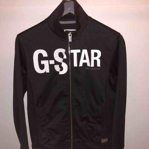 G-star zip track jacket bra skick knappt använd.