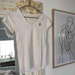 Äkta Ralph Lauren t-shirt.