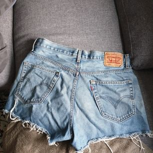Svinsnygga Levi's jeansshorts. Bästa sommarplagget 😫🙏 Köparen betalar frakt.