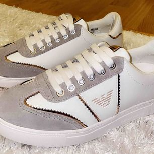 Helt oanvända Armani sneakers. Köptes för ca 1700 kronor i Spanien. Kvitto finns. Köparen står för frakten som är 80kr.