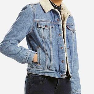Nästan oanvänd levis jeans jacket!! Stl S, sitter bra på mig! Köparen står för frakt!