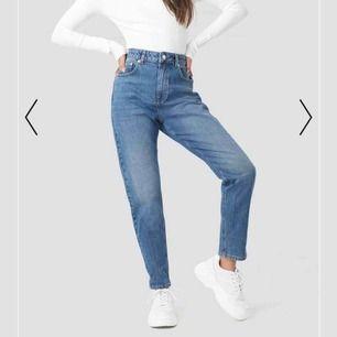 Säljer dessa fina mom jeans eftersom att de tyvärr var för stora:/ använda fåtal gånger. Helt som nya💗