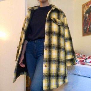 Oversize skjort-jacka från BikBok. SÅ SNYGG men aldrig använd så den är värd att användas