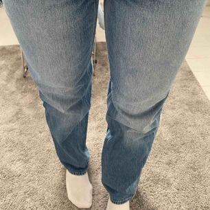 Jättesnygga trendiga raka jeans, knappt använda, säljer för att dom inte kommer till så mycket användning☺️