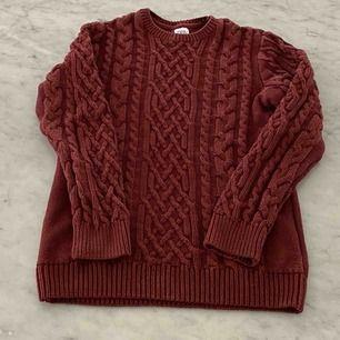 Snygg stickad tröja från zara i bra skick! Kontakta för fler frågor! :)
