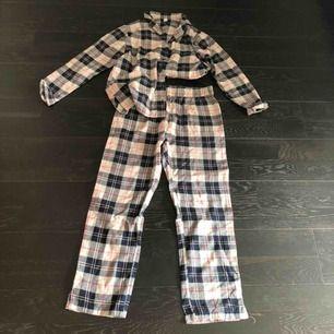 Pyjamas-set. För stort för mig som är XS, aldrig använt! Säljer billigt. Möts upp i sthlm