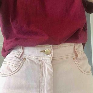 Jättefina byxor från Bikbok x Elsa Hosk! I fint skick! Tyvärr är dom för stora för mig så därför säljer jag dom🥰