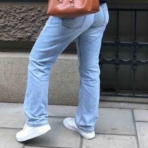 VÄÄRLDENS snyggaste jeans från Levis modell 601 därav vida/ flare. mammas gamla vintage! Dock är dom förstora på mig och för korta för henne... Därför är skicket i princip som nytt!!