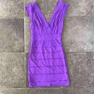 Bandage klänning strl s helt ny det är från ett fin märke kan kolla sen!  Frakt 42 kr