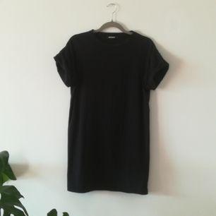 T-shirt klänning från Missguided. Väl använd men i bra skick.