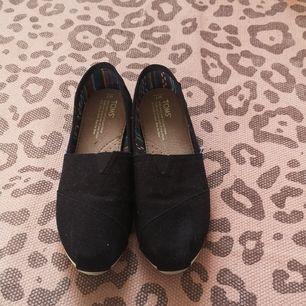 Aldrig använda, de är som nya! Storleken är W7, jag skulle säga att det motsvarar 37,5 i vanlig storlek! Jag har storlek 38 i vanliga skor, dessa sitter endast lite tajt. Fraktar endast, köparen står för frakten och jag ansvarar inte för postens slarv!!