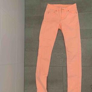 Rosa jeans från HM! För lång för mig då jag är kort  :( perfekt till sommar ! Frakt tillkommer