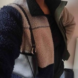 Sparsamt använd fleece från Penfield köpt i USA. Storlek M men passar nog även S