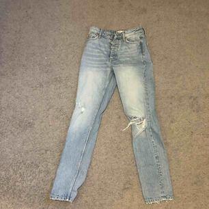 Skit snygga boyfriend jeans från Gina tricot. Super bra skick men dem var för korta för mig. Knappt använda. Köpare står för frakt