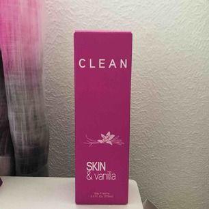 Intressekoll! Jag funderar på att sälja denna (typ oanvända) parfym från Clean då jag har otroligt många parfymer men vill först kolla om det finns något intresse. Som ni ser på sista bilden ligger priset kring 300 kr online. Vid intresse, buda på!