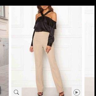 Helt oanvända kostymbyxor från bubbleroom💓 lappen är kvar ☺️💫 super snygga o sköna!