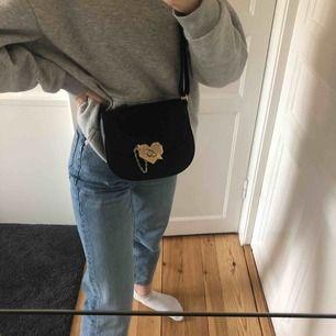 En liten söt väska köpt i somras i Frankrike märket är NAF NAF⚡️🖤 Skickar bara och köparen står för frakten!