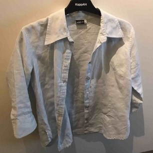Ljusblå skjorta från add it. Fraktkostnad tillkommer 40 kr.