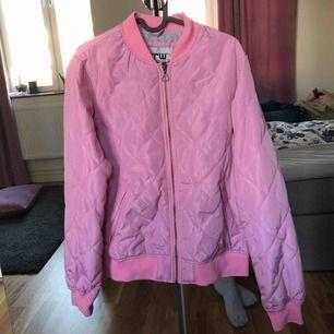 En helt oanvänd rid jacka från CRW ( country & riding wear )  Nyköpt 600kr  150kr med frakt.