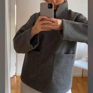 """Skriv för fler bilder!  Säljer denna """"jacka"""" från Afjxnakd använd 1 gång.  Super skön inuti och snygg ☺️☺️"""